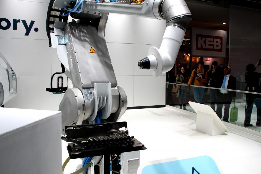 Von kleinen Robotern zu großen. Wie sie heutzutage in Fabriken eingesetzt werden...