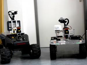 Hier sind die beiden Roboter der Technischen Hochschule Nürnberg. Georg und Simon.