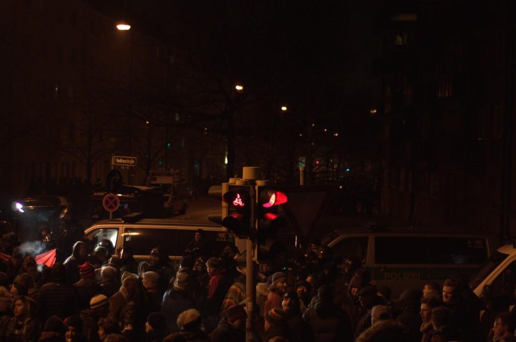 Die Ampel zeigt den Nügida-Anhängern Rot