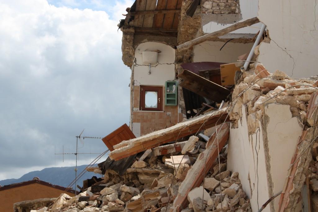 Die Folgen eins Erdbebens sind hier gut zu sehen. (Foto: Helga Dörk / pixelio.de )